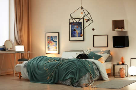 Stylish room interior with comfortable bed and decor Standard-Bild - 121208217