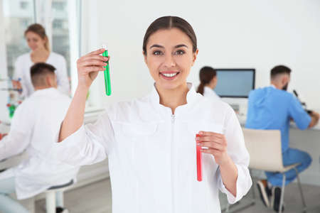 Portrait of medical student with test tubes in modern scientific laboratory Stockfoto