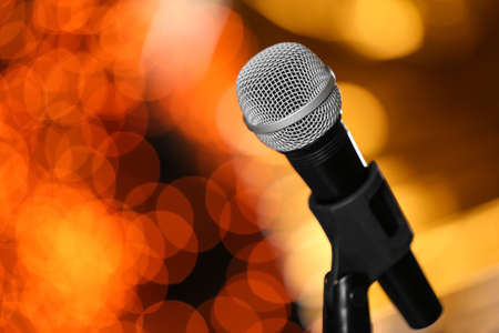 Microphone against festive lights, space for text. Musical equipment Banque d'images - 120650723