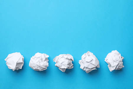 Crumpled sheets of paper on color background, flat lay. Space for text Imagens