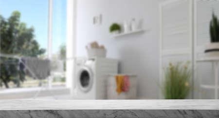 Mesa de mármol vacía en lavadero. Maqueta para el diseño