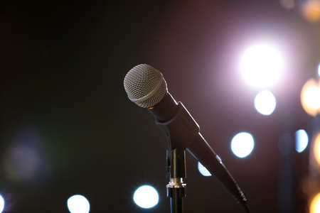 Microphone against festive lights, space for text. Musical equipment Banque d'images - 122077700