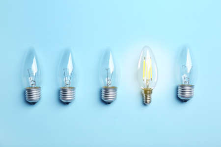 Many lamp bulbs on color background, top view. Symbol of idea and solution