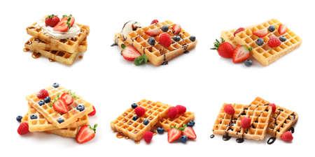 Set van heerlijke wafels met verschillende toppings op witte achtergrond Stockfoto