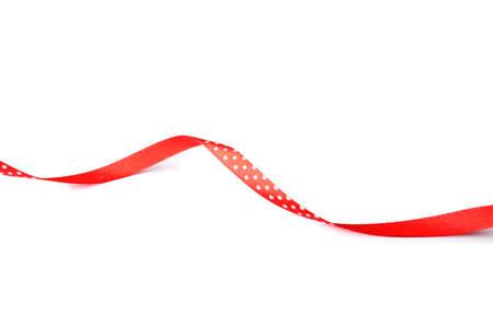 Cinta roja simple sobre fondo blanco. Decoración festiva Foto de archivo