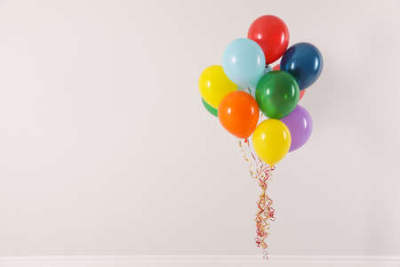 Bunch of bright balloons on light background, space for text. Celebration time Banque d'images - 123098134