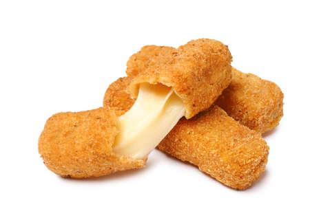 Pila di gustosi bastoncini di formaggio isolati su sfondo bianco Archivio Fotografico