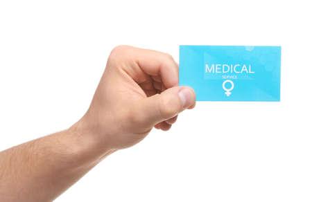 Hombre que sostiene la tarjeta de visita médica aislada en blanco, primer plano. Servicio de salud de la mujer Foto de archivo