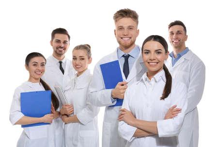 Grupo de médicos aislados en blanco. Concepto de unidad