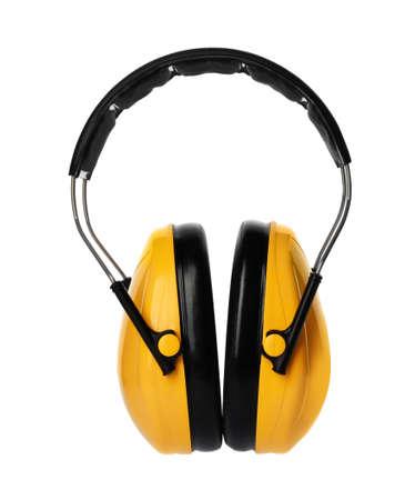 Schützende Kopfhörer auf weißem Hintergrund. Professionelles Bauzubehör