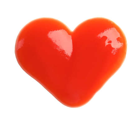 Salsa de tomate en forma de corazón aislado en blanco, vista superior Foto de archivo
