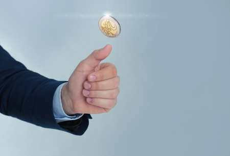 Businessman throwing coin on color background, closeup. Space for text Banque d'images - 124666418