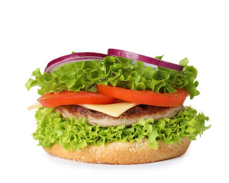 Pan de hamburguesa con chuleta y verduras aislado en blanco