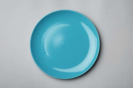 Clean empty plate on grey background, top view Standard-Bild - 124990322