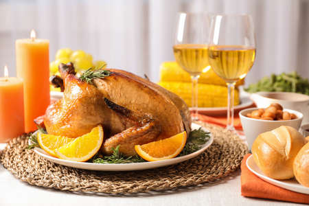 Delicious roasted turkey with garnish on dinner table Banco de Imagens - 124995826