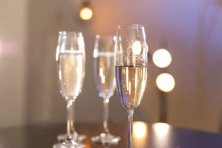 Glasses of champagne on blurred background, closeup. Space for text Imagens - 124997457