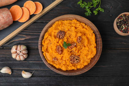 Flat lay composition with mashed sweet potatoes on wooden background Stok Fotoğraf