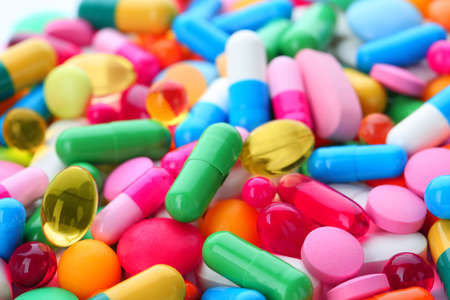 Pillole assortite come sfondo, primo piano. Trattamento medico