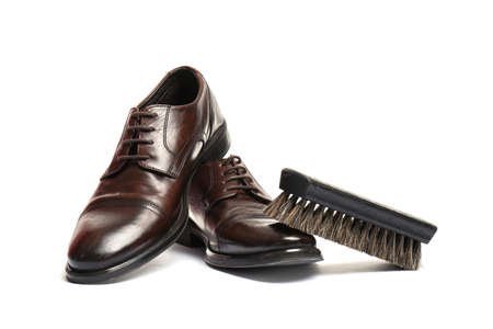 Stylish men's shoes and cleaning brush on white background Zdjęcie Seryjne - 125166375