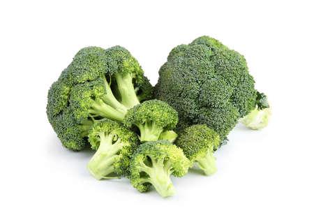 Frischer grüner Brokkoli auf weißem Hintergrund. Bio-Lebensmittel