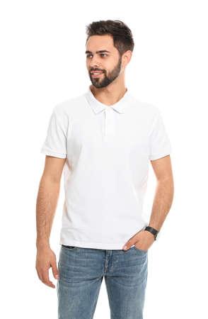Jonge man in t-shirt op witte achtergrond. Bespotten voor ontwerp Stockfoto