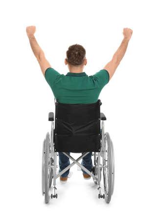 Joven emocional en silla de ruedas aislado en blanco