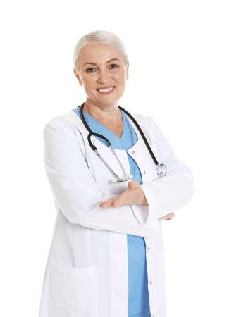 Ritratto di medico femminile isolato su bianco. Personale medico