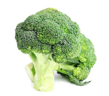 Broccoli verdi freschi su fondo bianco. Cibo organico Archivio Fotografico