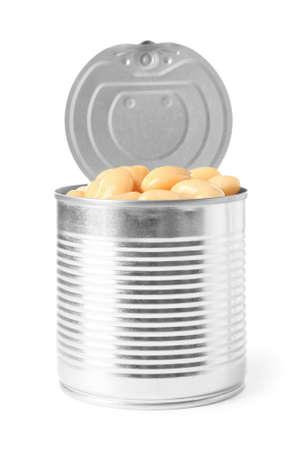 Boîte de conserve ouverte de haricots isolated on white Banque d'images