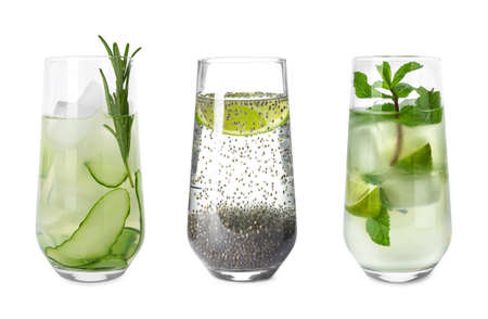 Juego de vasos con diferentes bebidas refrescantes sobre fondo blanco. Foto de archivo