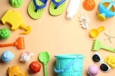 Flat lay composition with bright beach toys on color background. Space for text 免版税图像