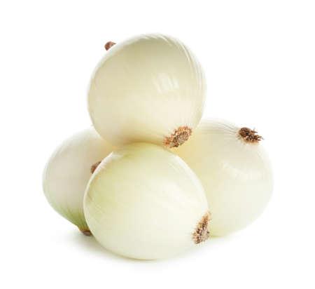 Bulbi di cipolla sbucciata fresca su sfondo bianco Archivio Fotografico