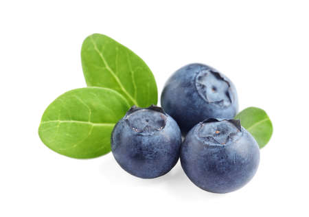 Fresh raw tasty blueberries with leaves isolated on white Imagens