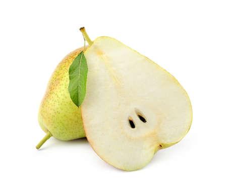 Peras jugosas maduras frescas aisladas en blanco Foto de archivo