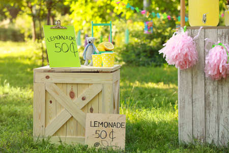Decorated lemonade stand in park. Summer refreshing natural drink Фото со стока