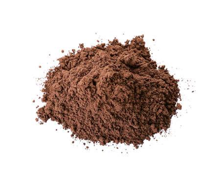 Pila de polvo de proteína de chocolate aislado en blanco