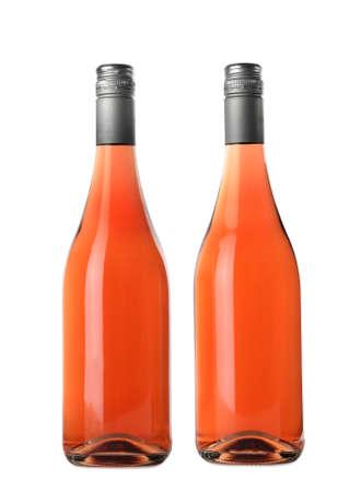 Botellas de delicioso vino rosado sobre fondo blanco. Maqueta para el diseño