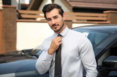 Attractive young man near luxury car outdoors Stockfoto - 128598198