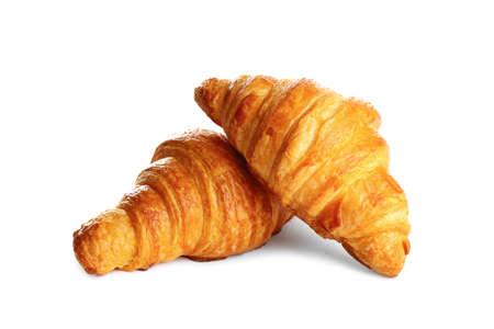 Croissants frais et savoureux sur fond blanc. patisserie française