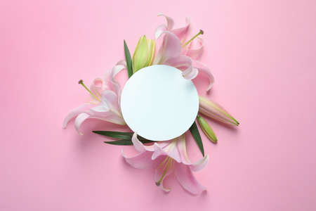 Blank card with fresh lily flowers on pink background, flat lay. Space for text Stok Fotoğraf
