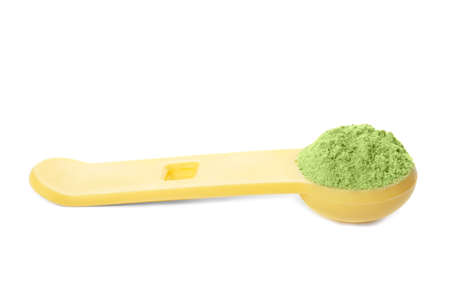 Measuring spoon with wheat grass powder on white background Stockfoto