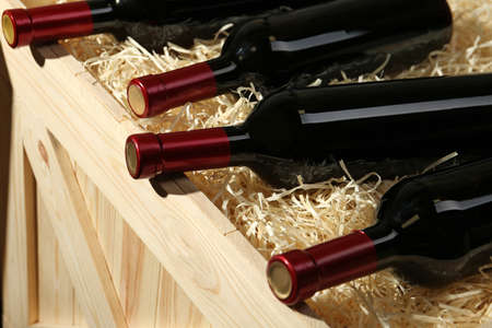 Wooden crate with bottles of wine, closeup Stockfoto - 128780044