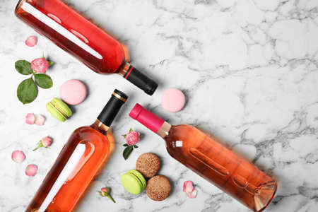 Flat lay composition with bottles of delicious rose wine on white marble table. Space for text Stockfoto - 128780220