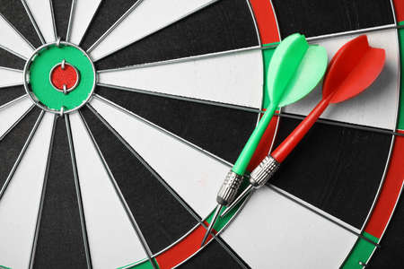 Red and green arrows on dart board, top view Banco de Imagens - 128789010