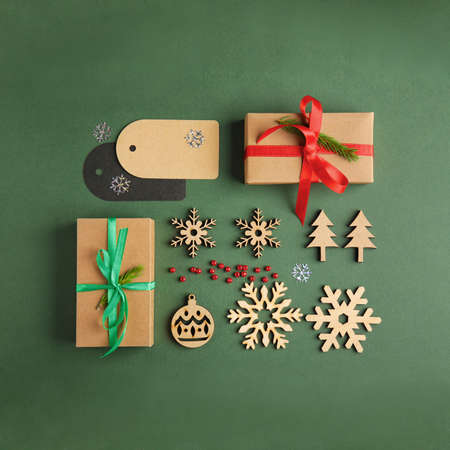 Flat lay composition with Christmas decor on dark green background Imagens - 128833150