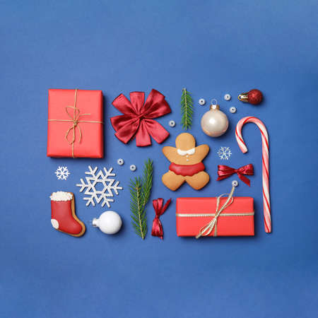 Flat lay composition with Christmas decor on blue background Imagens