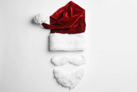 Santa Claus hat with beard on white background, top view Imagens - 128832832