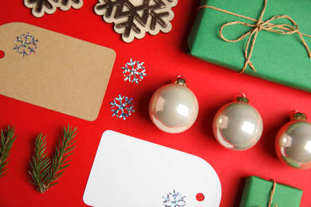Flat lay composition with Christmas decor on red background Imagens