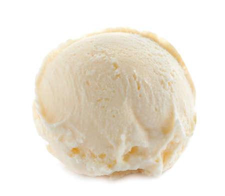 Bola de delicioso helado sobre fondo blanco.