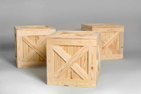 Group of wooden crates on grey background Foto de archivo - 129525157
